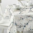 modern-bloemen-blauw-wit-tafelzeil-feestlijk